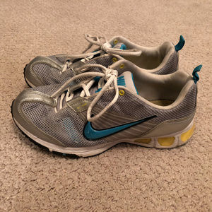 Nike Midfit Sz 7.5 Silver Athletic Running Hiking